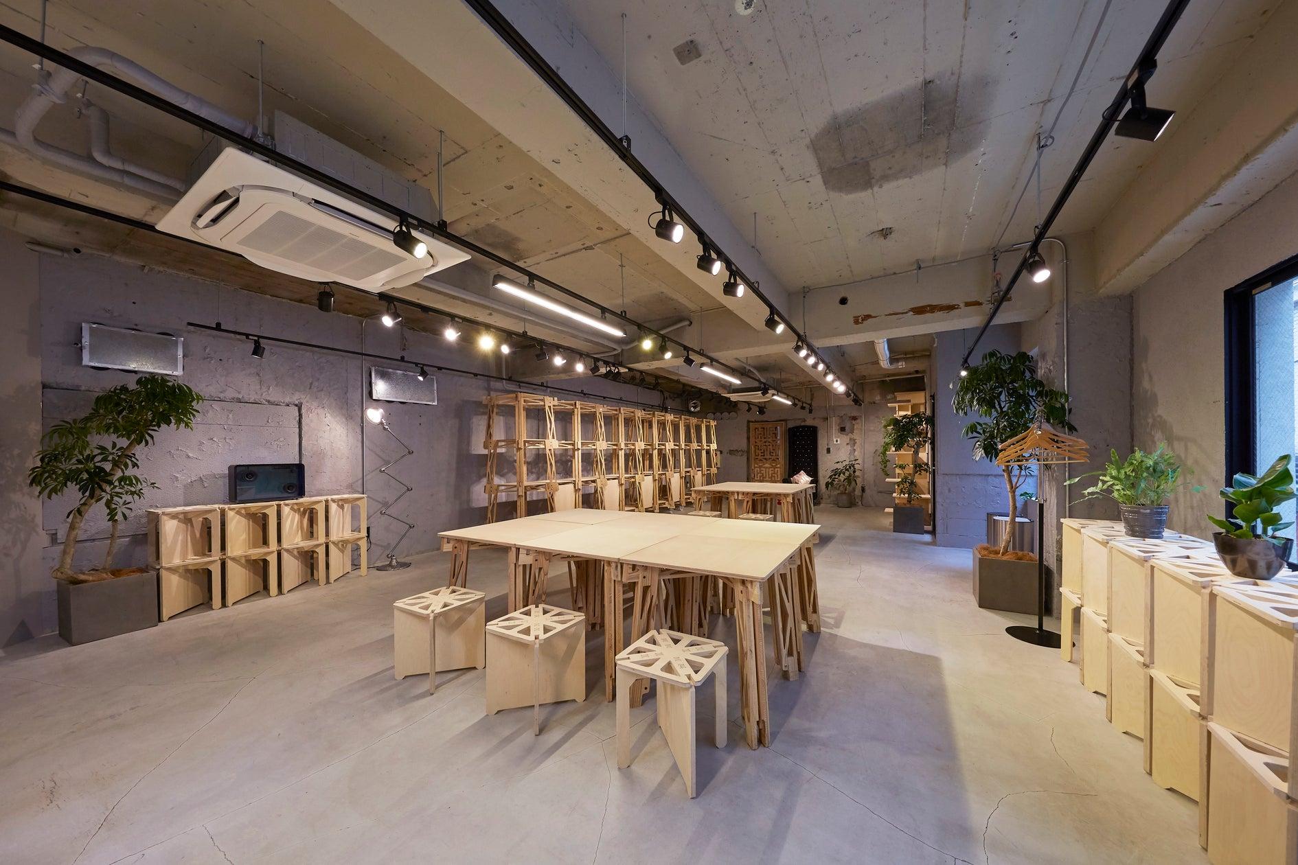 室内は床、壁共にコンクリートで統一、椅子、テーブルも特注のものをご用意しております。