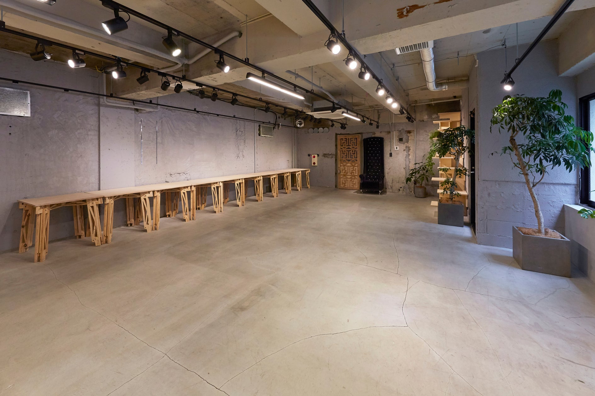 oSpace 表参道駅から徒歩3分!デザイナー監修のスペース!会議、経営合宿、POPUP、パーティーなどにもご利用いただけます! のサムネイル