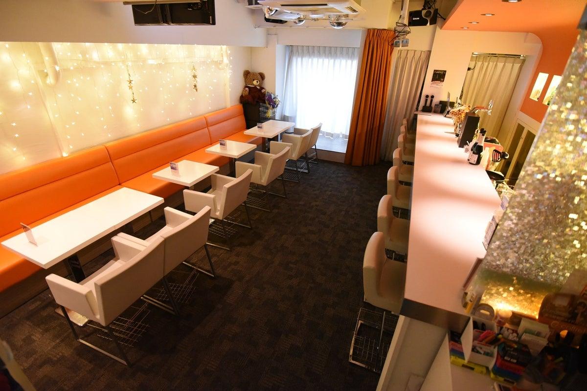 恵比寿駅徒歩1分!カラオケ、ミニステージあり、清潔感のあるカフェスペースで会議からパーティーまで多様な用途に♪ の写真