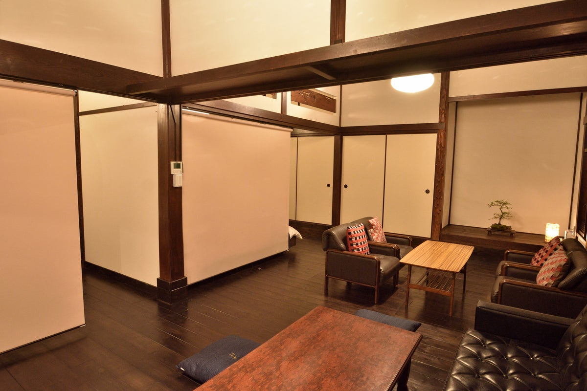 琥珀-AMBER|100年前に建てられた、鎌倉材木座の古民家を地元サーファーが和モダン空間に作り上げたバケーションハウス の写真