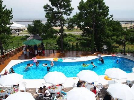 【神戸市須磨区】そこはまるで海外リゾート空間!! プール&温泉&テニスコート&BBQスペース付きのパーティー会場!