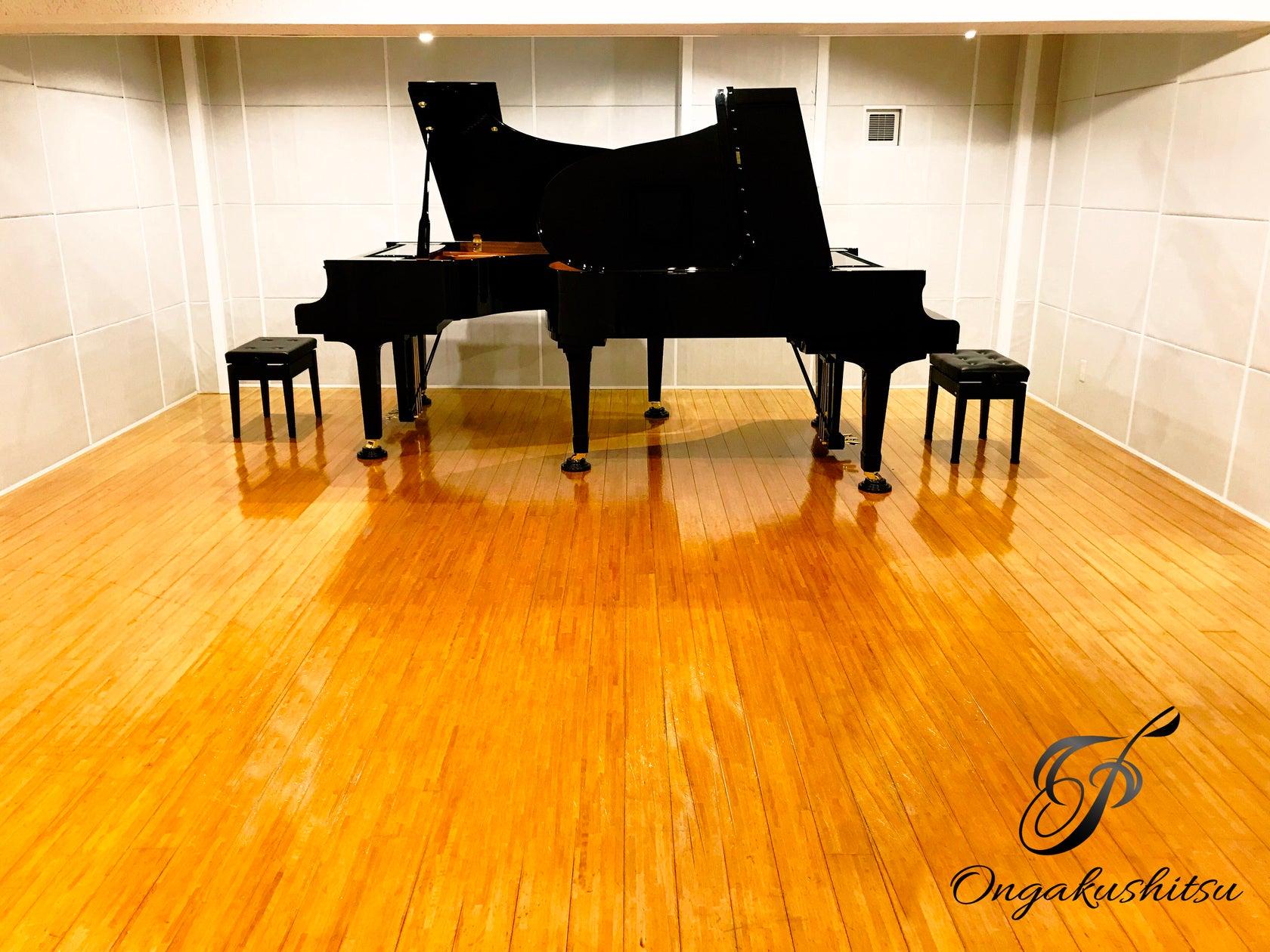 グランドピアノ2台常設!!ピアノスタジオ♫撮影やピアノの練習、小規模コンサートなどに♫ の写真