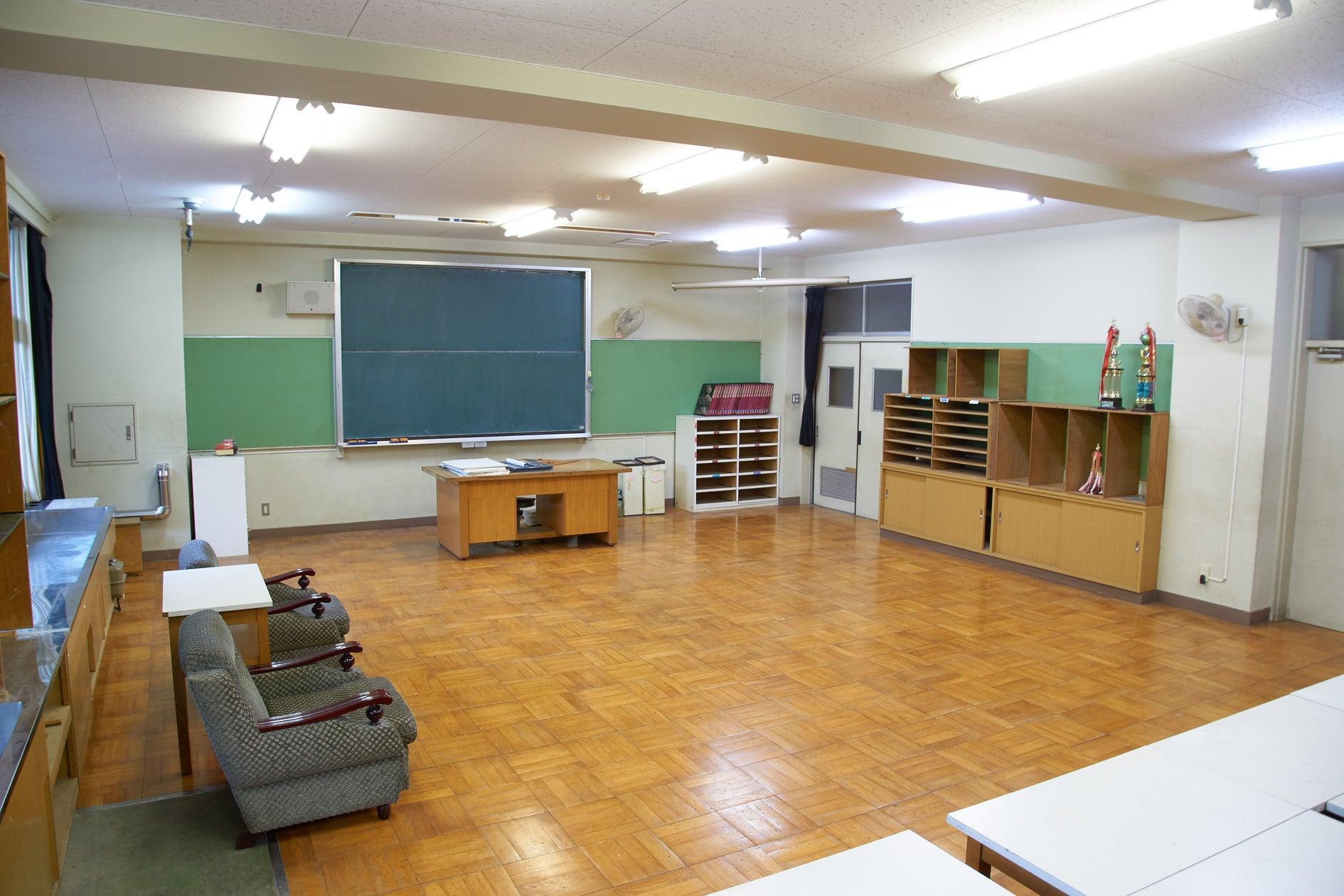 美術室として実際に使用されていた場所で撮影を!(OKUTAMA+(旧古里中学校)) の写真0