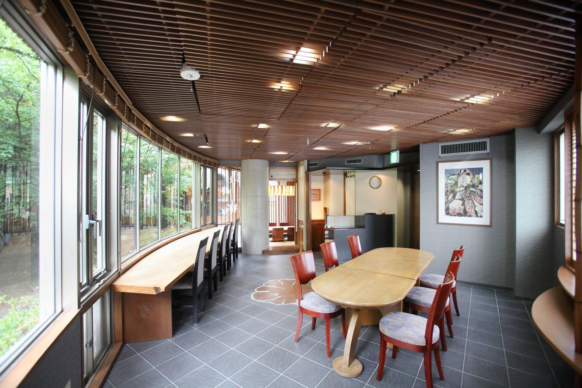 個展・展示会・教室に最適な、雰囲気抜群の三階建て物件です。一階には駐車場、二階はスペースとして、三階に控室としてご利用可。(レンタルスペース 石の家) の写真0