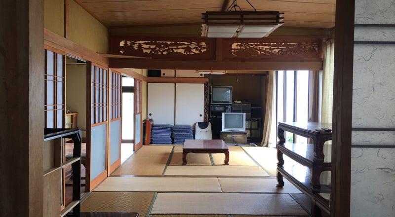 民宿としての設備があり、各種の集まりに利用できます。釣舟などの予約も受け付けができます。
