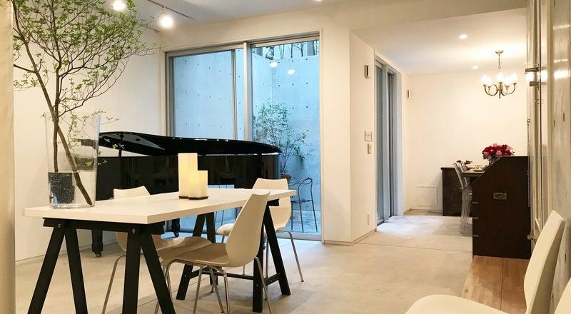 [代官山6分/駐車1台可]自然光の入る地下1階・グランドピアノのある隠れ家的スペース。撮影・会議・楽器練習・子連れパーティー等