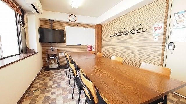 【ワイナリー】横浜駅徒歩5分で神奈川最安。WiFi・モニター・ホワイトボード・ダーツ完備の遊び心ある会議室 の写真
