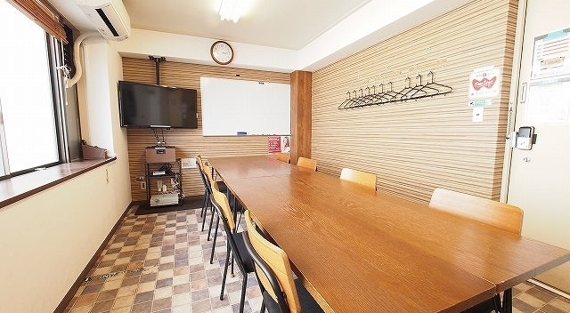 【ワイナリー】横浜駅歩5分 格安会議室 WiFi・モニタ・ホワイトボード無料 Web会議・テレワーク