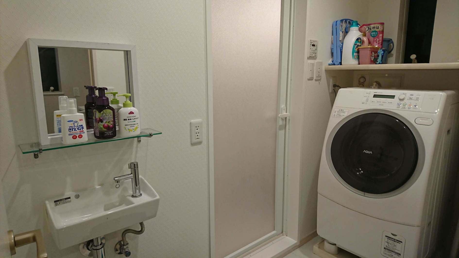 3階・洗面所、全自動ドラム式洗濯乾燥機完備 ※ご利用は、3階利用オプション(有料)をご選択下さい