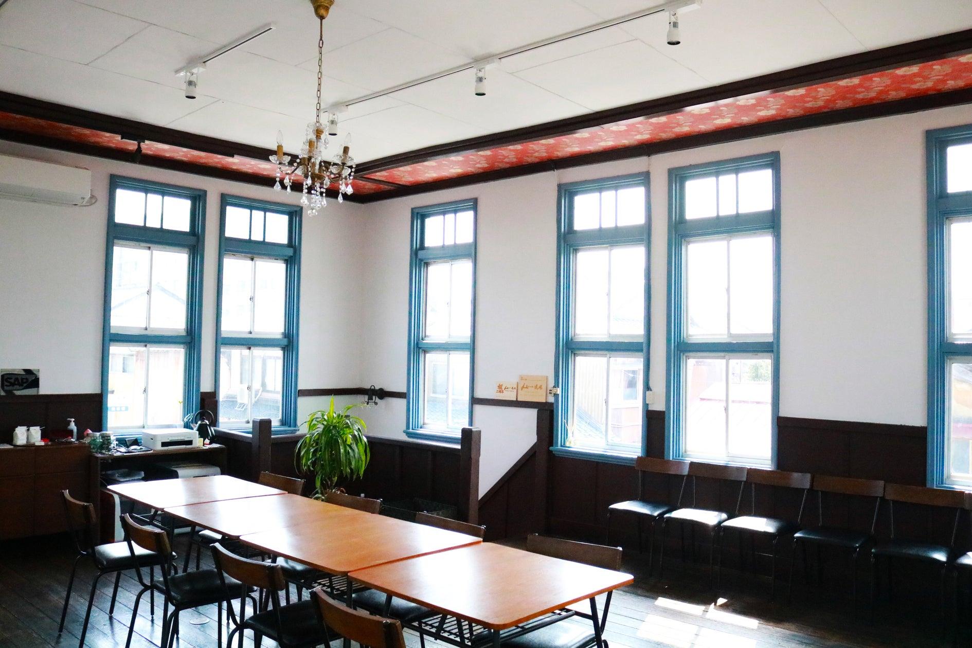有形文化財の2Fにあるファブスペースです。床板や腰壁は当時のままです。