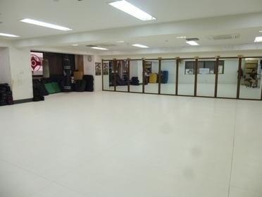 全面、畳マットのお子様にも安全なスペース!片面鏡張りでダンス・ヨガにも適しています。(全面、畳マットのお子様にも安全なスペース!鏡張りでダンス・ヨガ最適。東西線・葛西駅前!) の写真0