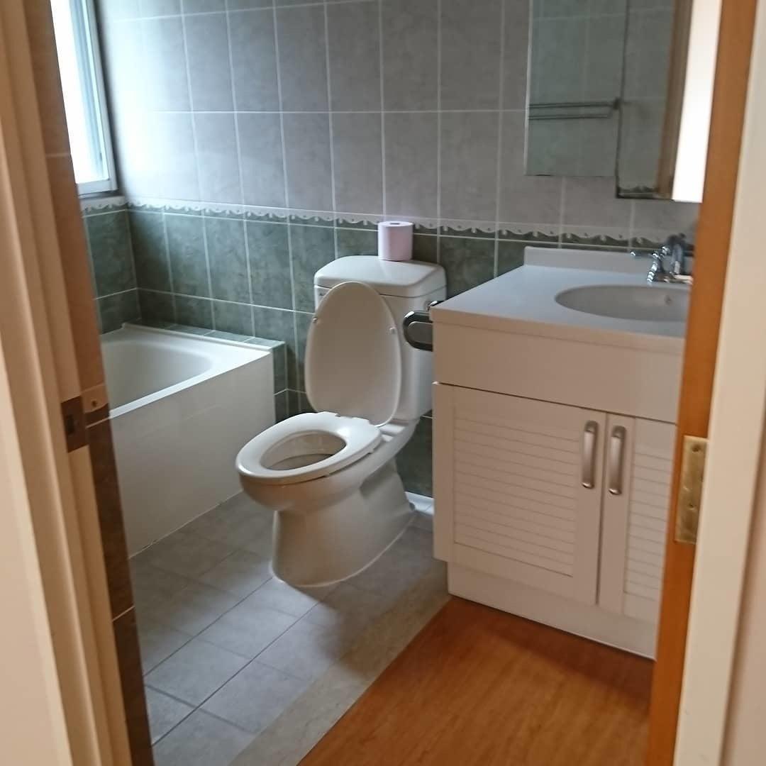 個室バストイレ付き、ヨガや体操スタジオ、会議室に最適 の写真