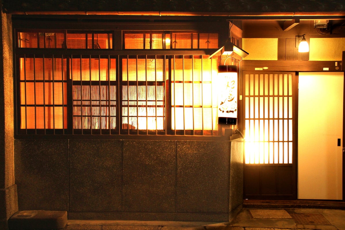【グループ8名まで貸切】 祇園祭の鉾見物も徒歩圏内! 坪庭を眺めながら信楽焼のお風呂でのんびり! の写真