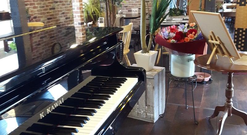 グランドピアノありカフェスペースでコンサート、発表会、女子会、お誕生日会などに対応。