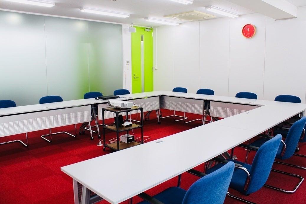 【大和駅徒歩5分】<多目的スペース>会議やミーティングに最適♪プロジェクター・無料Wifi・ホワイトボード完備!