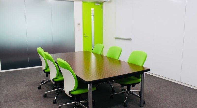 【大和駅徒歩5分】<会議室A>少人数の会議に最適♪Wifi・有線LAN・ホワイトボード利用可!