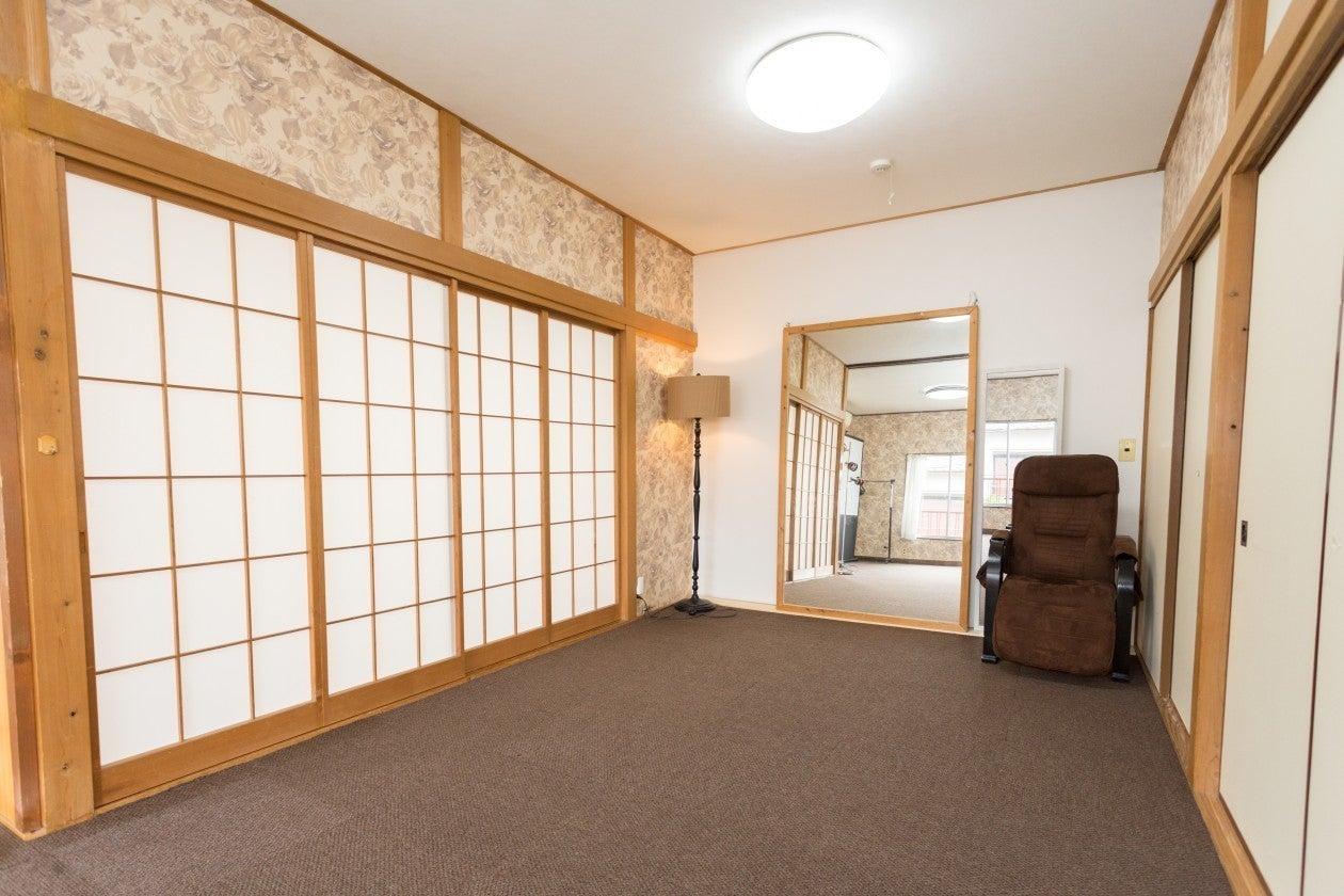 【古民家Kori/神楽坂駅1分】レッスンで好評な会議室!(18名迄)大きな鏡のある広々スペース!整体の講習会/瞑想/ヨガ の写真