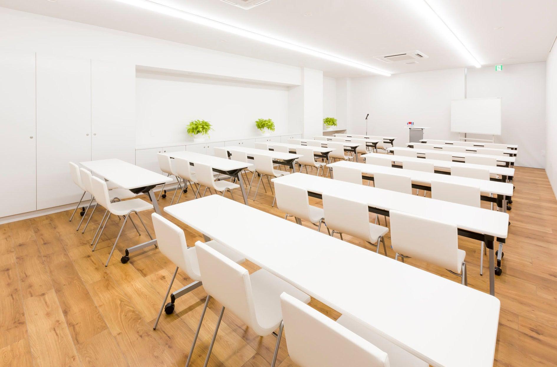 ホテル1階  【朝霧の間】明るく静かな会議室(静岡県富士市ホテル。コンビニ・レストラン・大駐車場(120台)あり。) の写真0