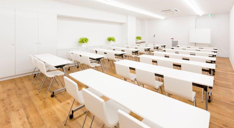 ホテル1階  【朝霧の間】明るく静かな会議室