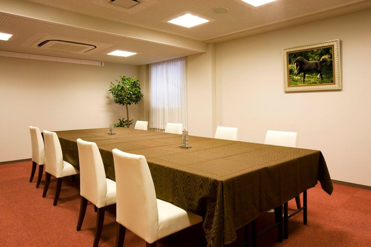 ホテル3階【富士の間】多目的にご利用いただけるコンパクト空間です。 の写真