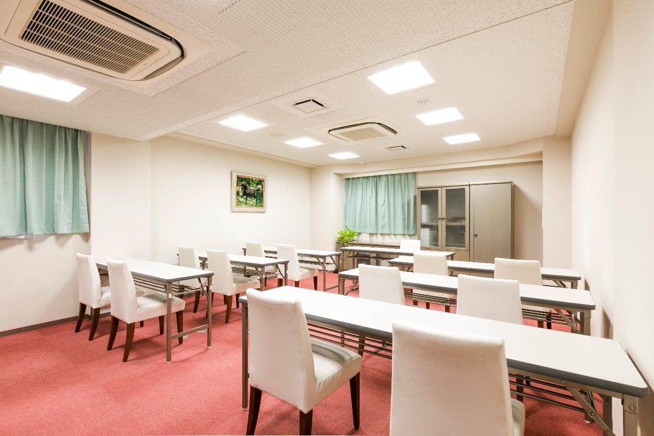 ホテル3階【富士の間】多目的にご利用いただけるコンパクト空間です。(静岡県富士市ホテル。コンビニ・レストラン・大駐車場(120台)あり。) の写真0