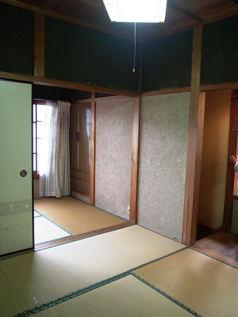 おばあちゃんの家に来たような、落ち着いた昭和のお家です。1階のみ、エアコン1台あります。