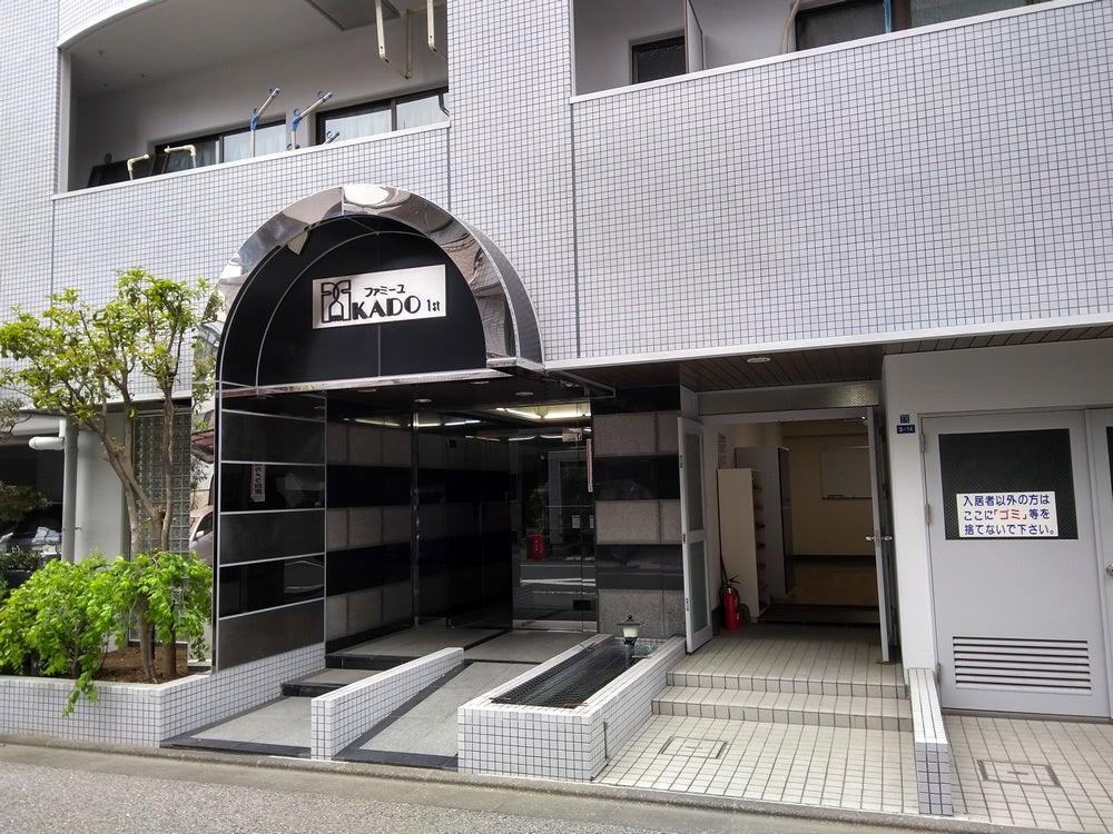 都営新宿線の森下駅からは徒歩3分。マンションの1階にあり、レンタルスペースには独立した扉があります。