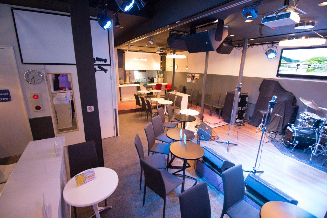 【目黒】カラオケ&ステージ付きスペースで生演奏でのライブもできちゃう!様々なパーティーに最適な空間です! の写真