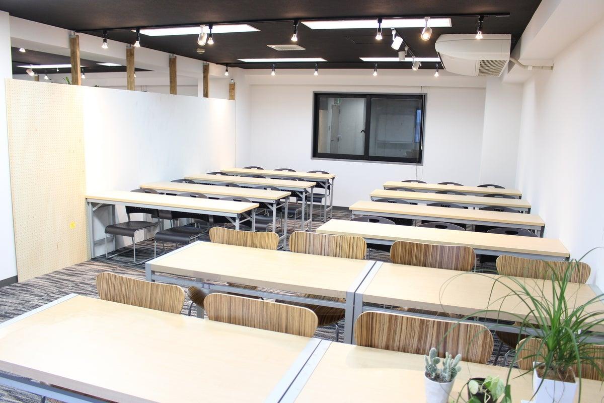 <中会議室>32名収容!札幌駅徒歩5分♪wifi/ホワイトボード/40インチモニター無料 の写真