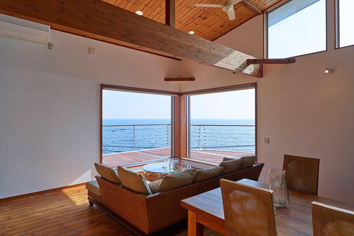【南葉山】目の前に広がる秋谷の海独り占め!大人気レンタル邸宅『&SUN Penthouse』 の写真