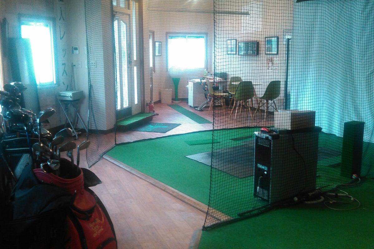 お好みのBGM を聴きながら、人目を気にせず室内ゴルフ練習場を貸し切り❗ の写真
