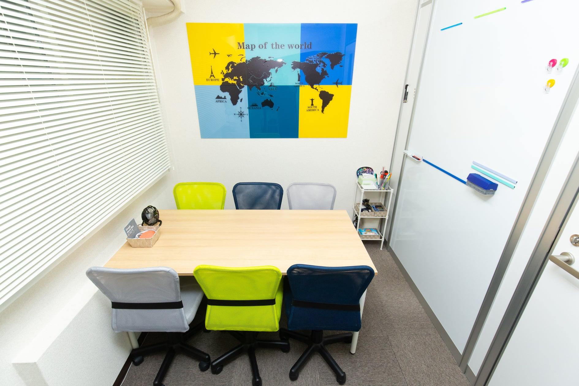 【新宿西口5分】小会議室/多目的室/2~4名最適/Wi-Fi/レッスン/TV/飲食可/OK Google/24h可 の写真
