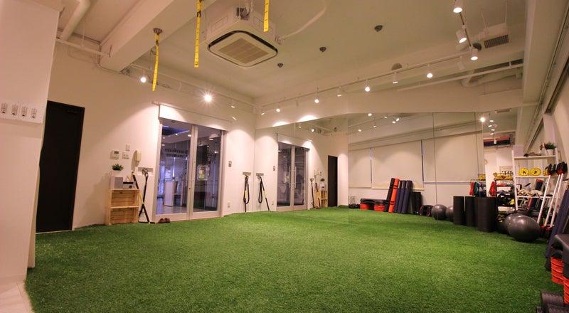 南堀江 人口芝を敷設したトレーニングスペースで多目的に利用できます。