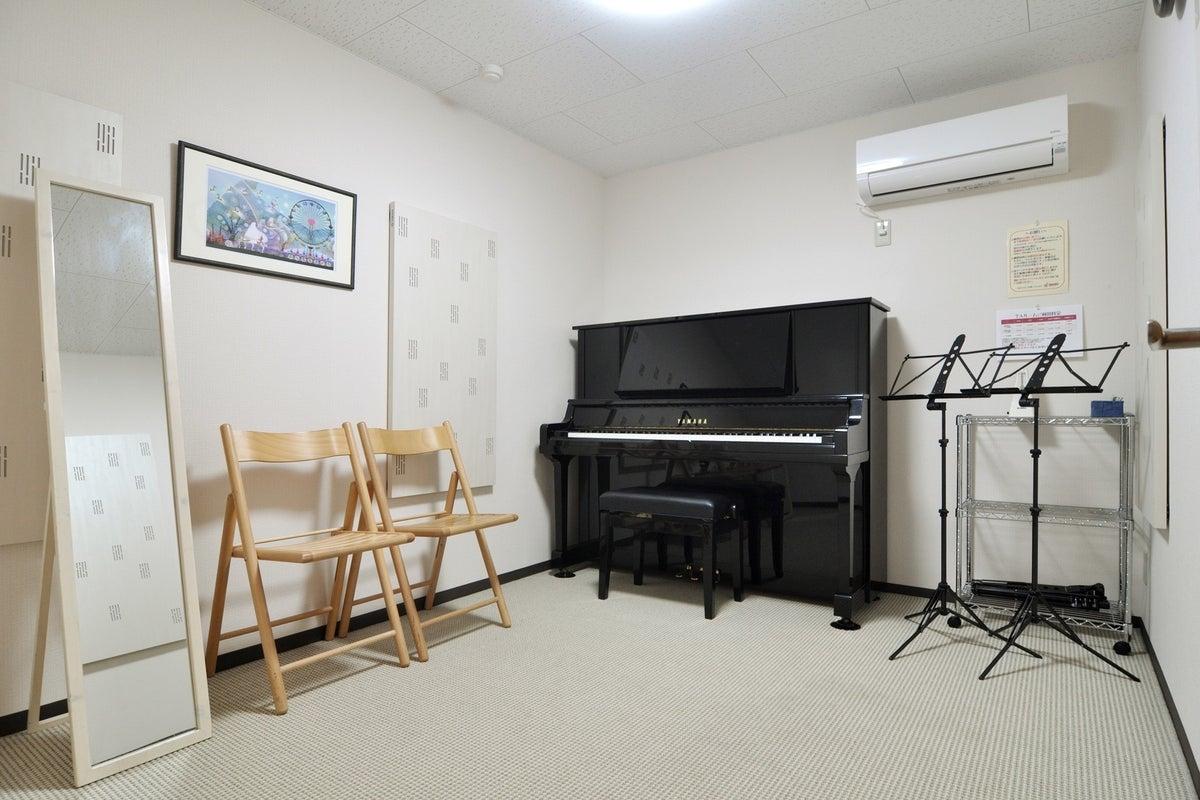 アコースティック楽器専用スタジオ。アップライトピアノ常設。 の写真