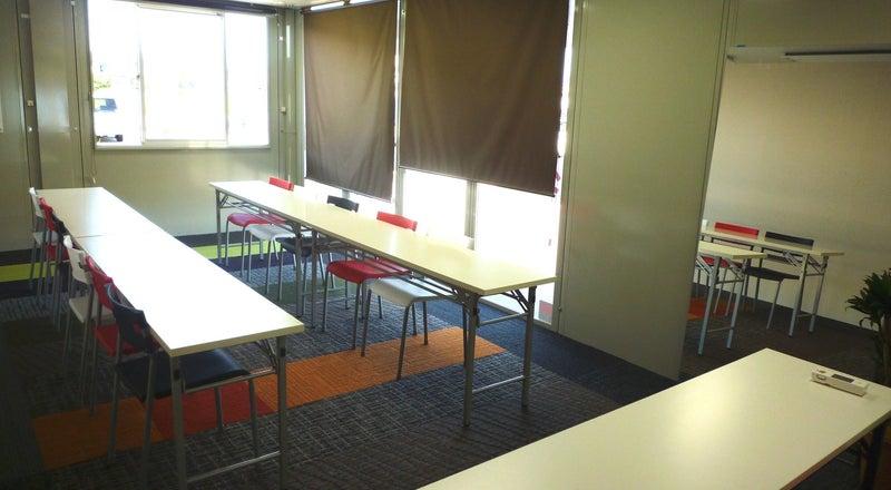 気軽に借りられるコンパクトな会議室。