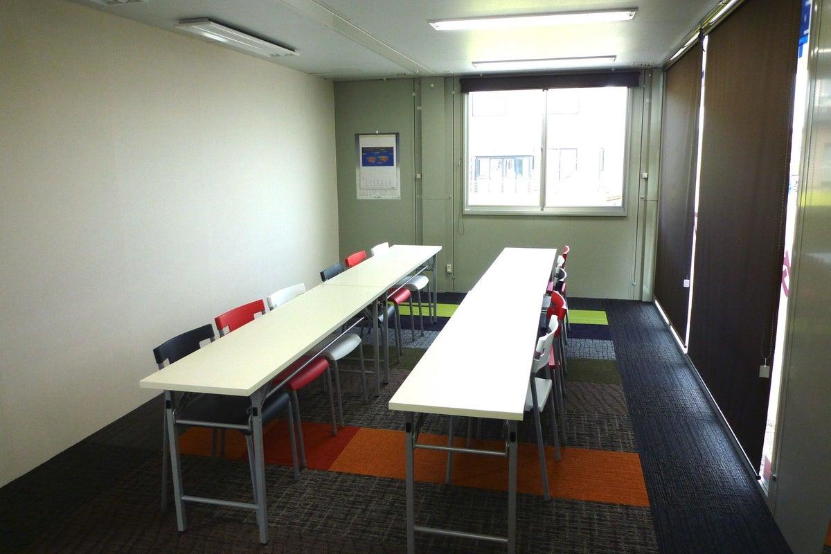 気軽に借りられるコンパクトな会議室。 の写真