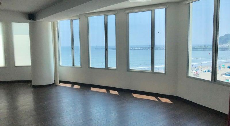 江ノ島の海が一望できるレンタルスペース パーティーやイベント、レッスンなどに 6F大ホール