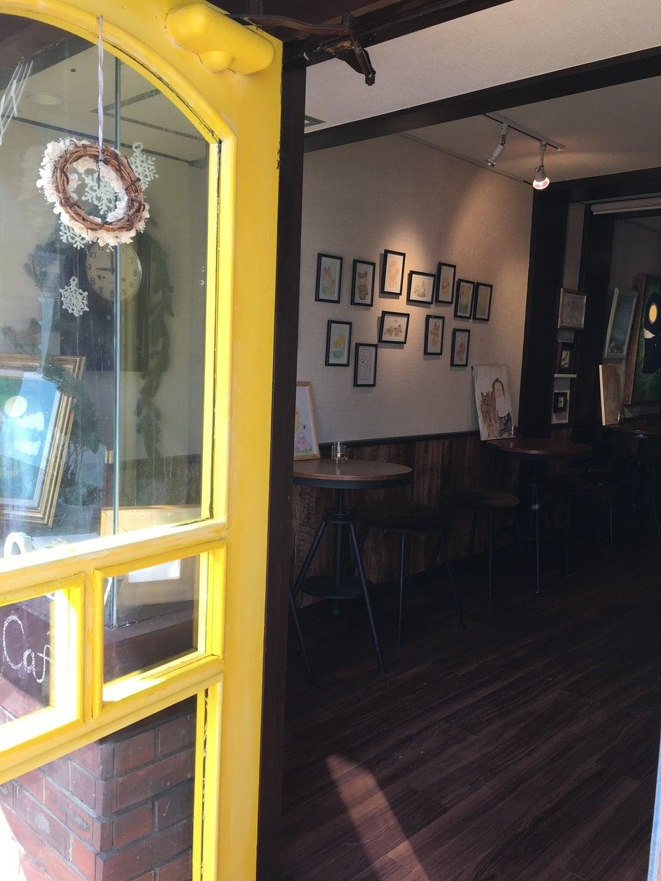 黄色い扉の小さなギャラリー の写真