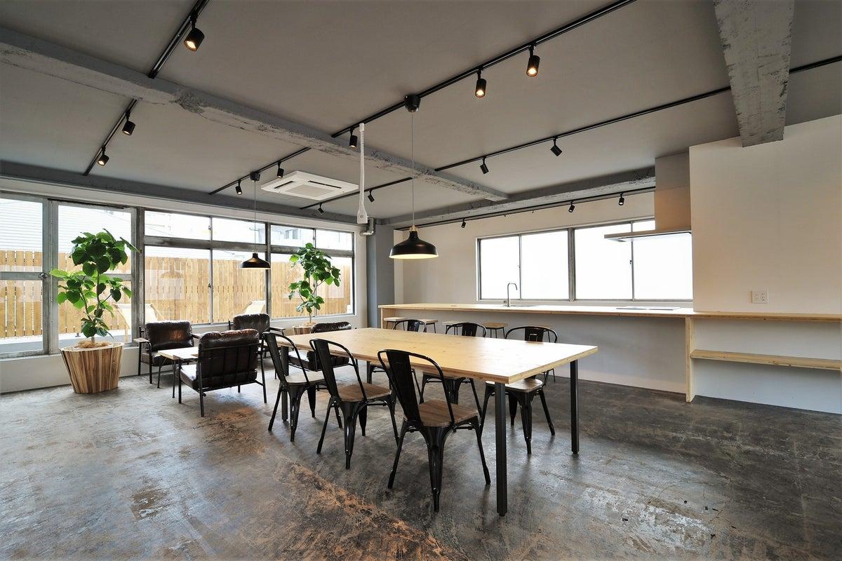 谷町六丁目にあるキッチン付きスペースLOK!セミナー、展示会、撮影、オフサイトミーティングなど多様に使えるスペース! の写真