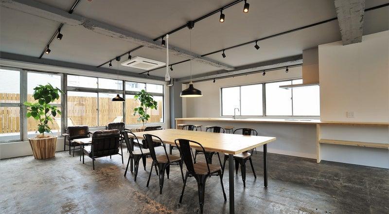 谷町六丁目にあるキッチン付きスペースLOK!セミナー、展示会、撮影、オフサイトミーティングなど多様に使えるスペース!