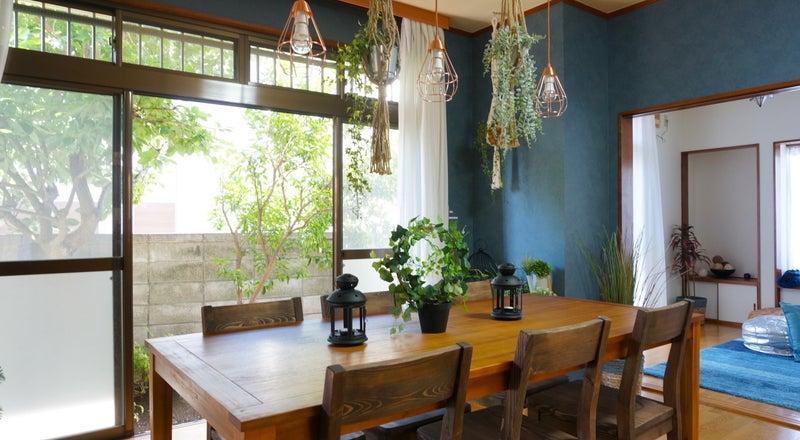 【fika桜上水〜夏みかんハウス〜】上品なブルーに囲まれたリビング・ボタニカルな雰囲気がフォトジェニック♪SNS投稿・動画撮影可
