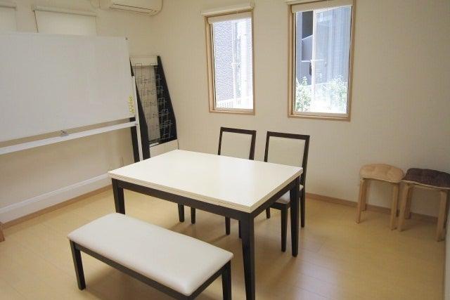 【千早駅 徒歩3分】℗1台無料!一軒家で静かな気の良いスぺースです。会議・研修・少人数の各種教室等にご利用頂いています。 の写真