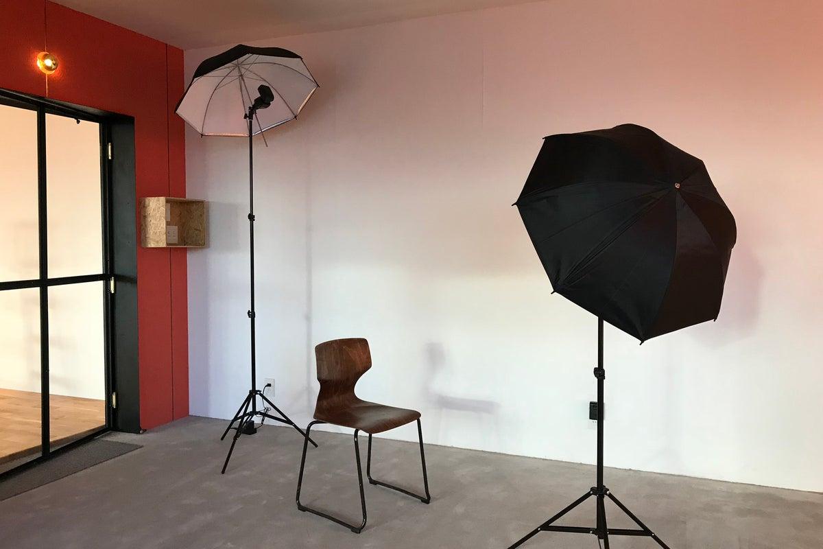 撮影・アパレル展示会・個展などのご利用に。50㎡超のデザイナーズスタジオ の写真