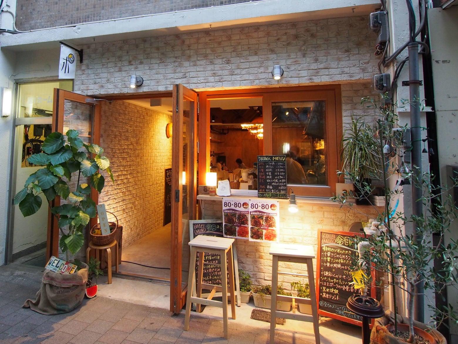 関内桜通りの路面にあるシェアカフェ・多目的レンタルスペース「泰生ポーチ フロント」