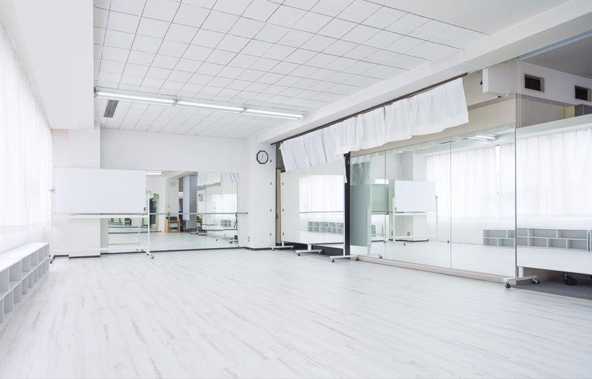 【名古屋駅近】3面鏡張りの清潔感あふれるエクササイズスペース|ATGレンタルスペース の写真