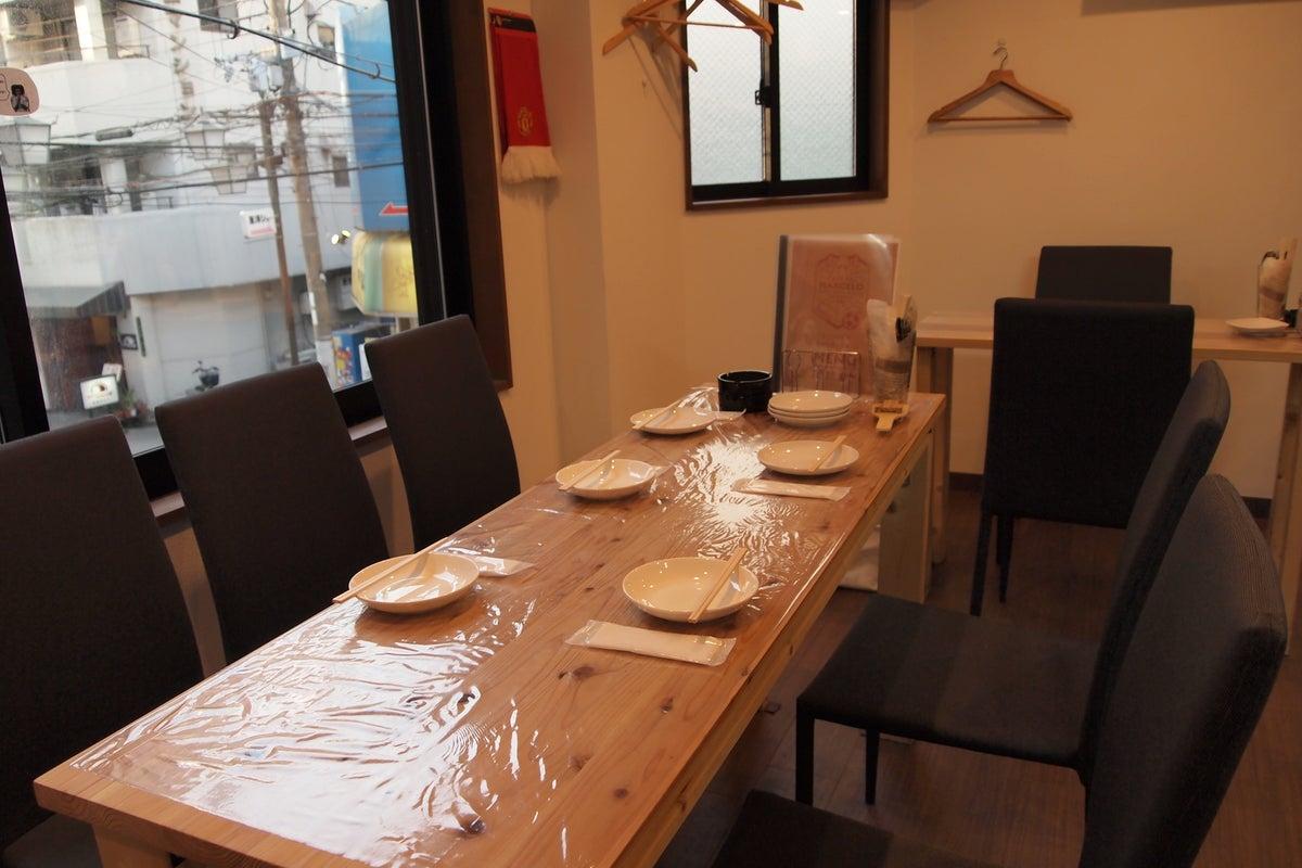 キッチン付でホームパーティー・女子会・誕生日会・ママ会・会議等に最適♪モニターも2台ありますよ。 の写真