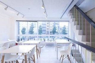 変貌自在の白いスペース!食事付きの会議・セミナー・展示会に! の写真