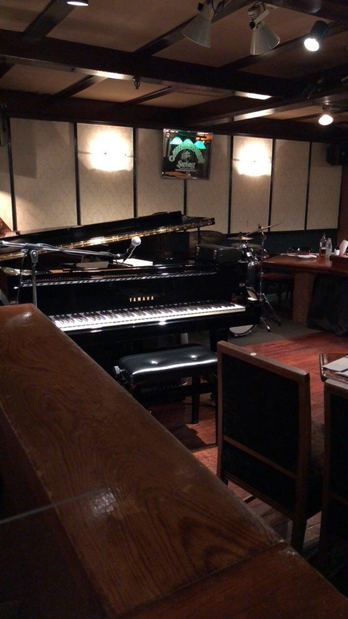 銀座の老舗ジャズライブレストラン。ステージにはグランドピアノや音響設備完備。(銀座の老舗ジャズライブレストラン。ステージにはグランドピアノや音響設備完備。) の写真0