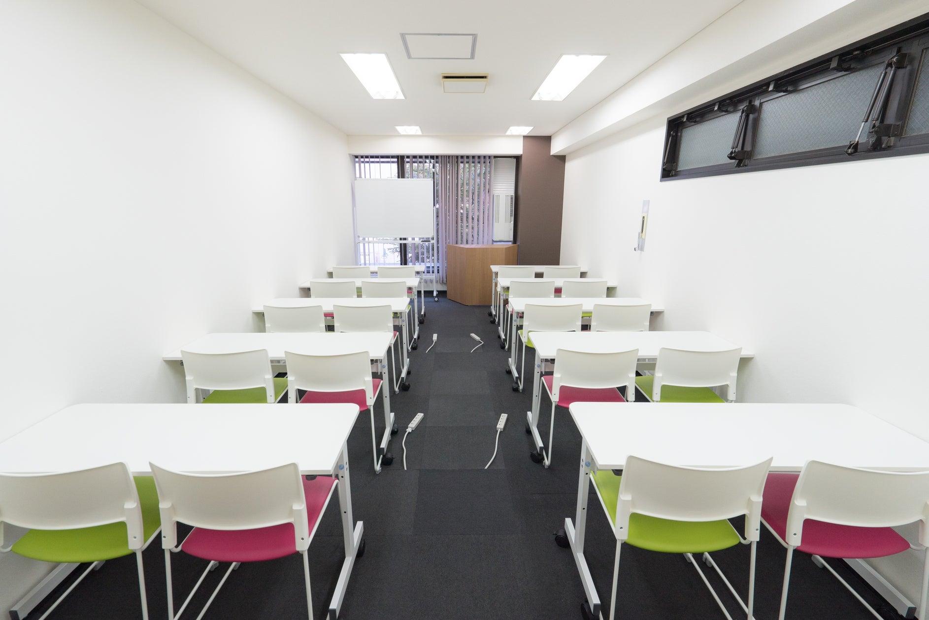 【博多駅すぐオフィスビル】A02(20名収容):明るいスペース!会議・セミナー・イベント・説明会・スクールに(【博多】レンタルオフィス&コワーキングスペース「BASES福岡」(ベイシズ)) の写真0