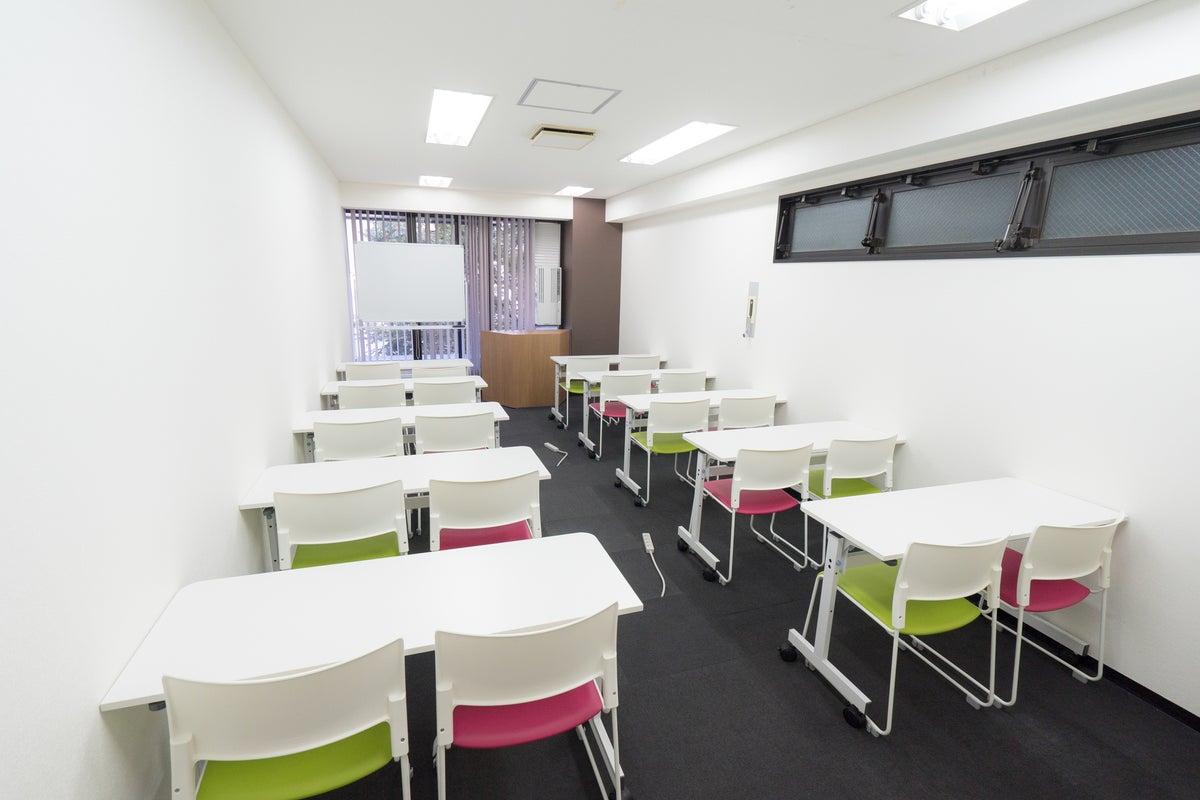 【博多駅より徒歩2分!】研修やセミナーにオススメ!A02(20名収容):会議・イベント・説明会・スクール・動画撮影にも最適です。 の写真